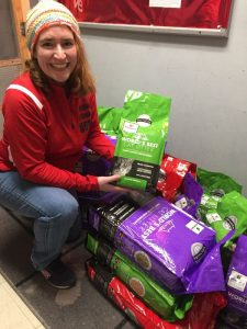 Anita d'Groin delivers cat litter